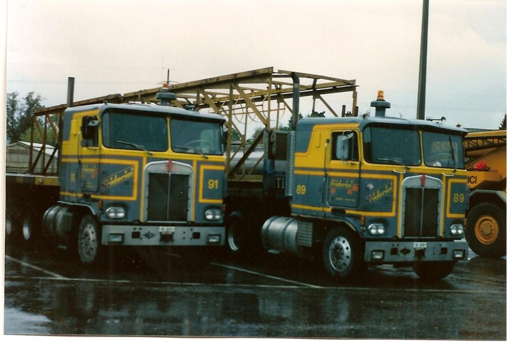 quelques camions sur le parc le 89 cest lancien camion du baroudeur je ne lai pas connu et le regrette beaucoup
