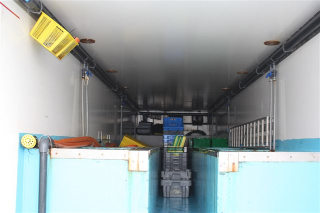 Interieur du frigo vivier pour transport de crustac s vivants for Vivier a poisson